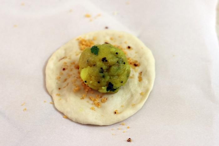 Индийские булочки с картофелем