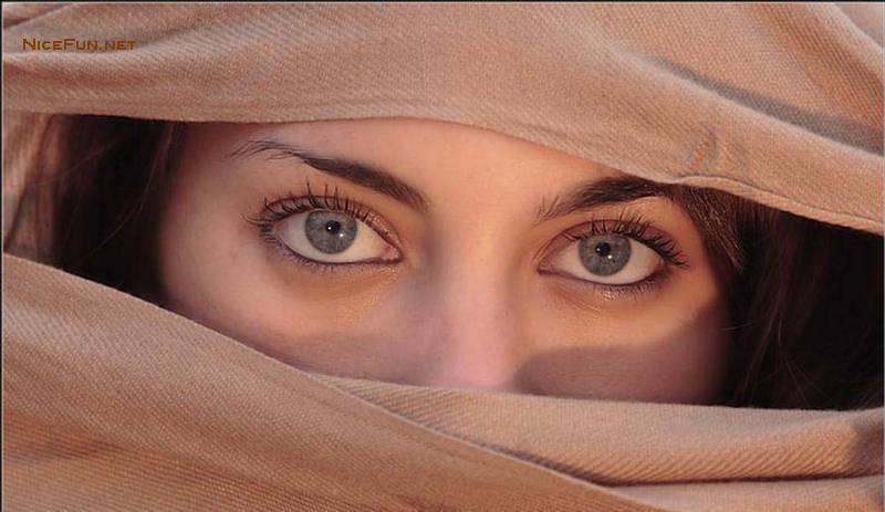 Глаза с нанесенным каджалом